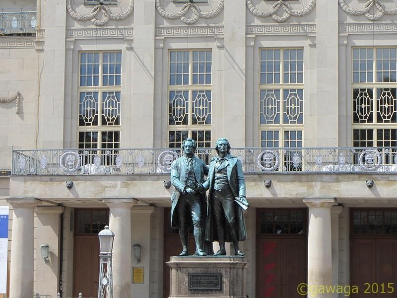Weimar Goethe-Schiller-Denkmal vor dem Nationaltheater