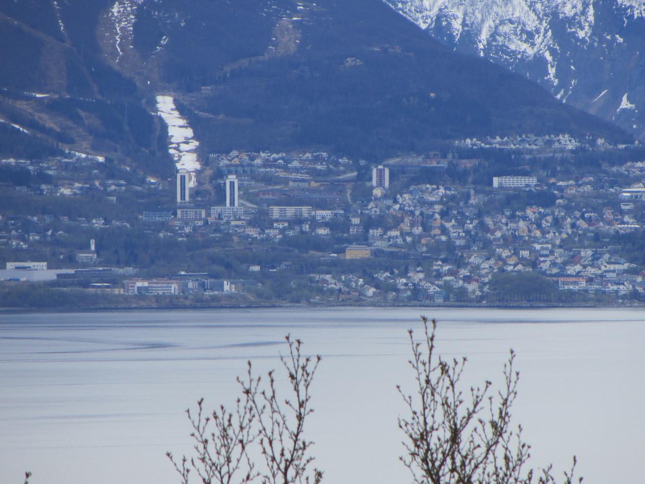 Narvik vom gegenüberliegenden Ufer aus gesehen