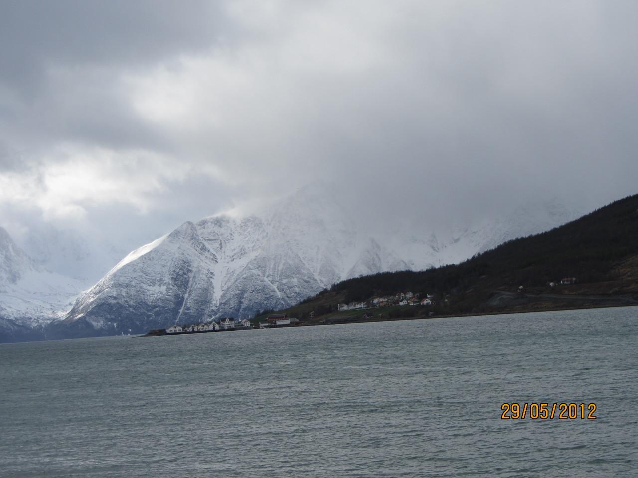 erste Blicke auf den Lyngenfjord