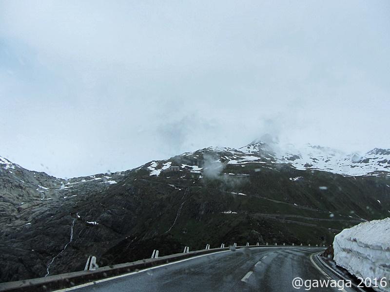 auf der Straße zum Rhone-Gletscher