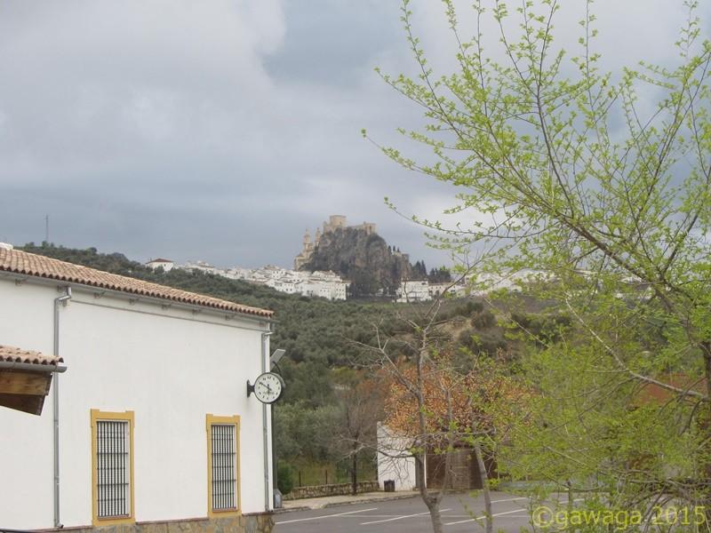 Burgruine von Olvera vom Stellplatz aus, heute mal in graue Wolken gehüllt