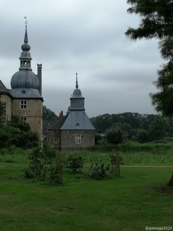 das Schloss von allen Seiten
