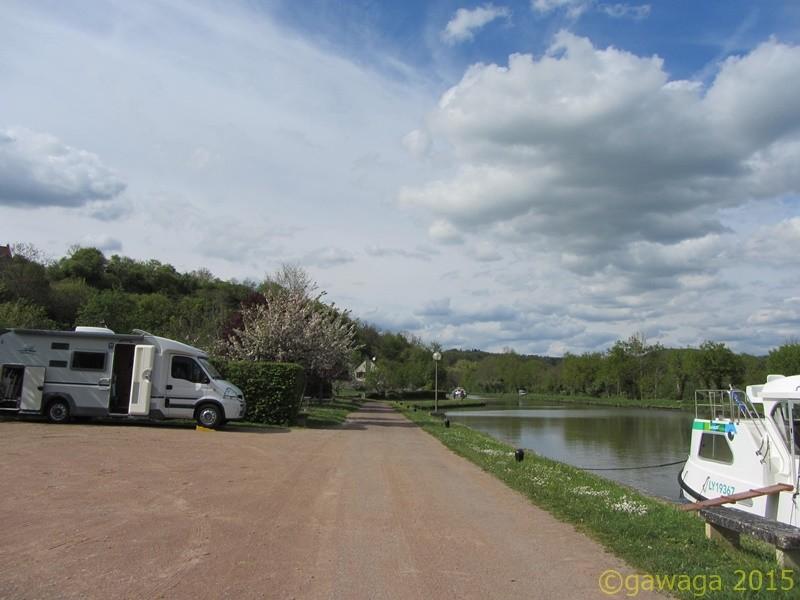 direkt am Canal du Nivernais gelegen