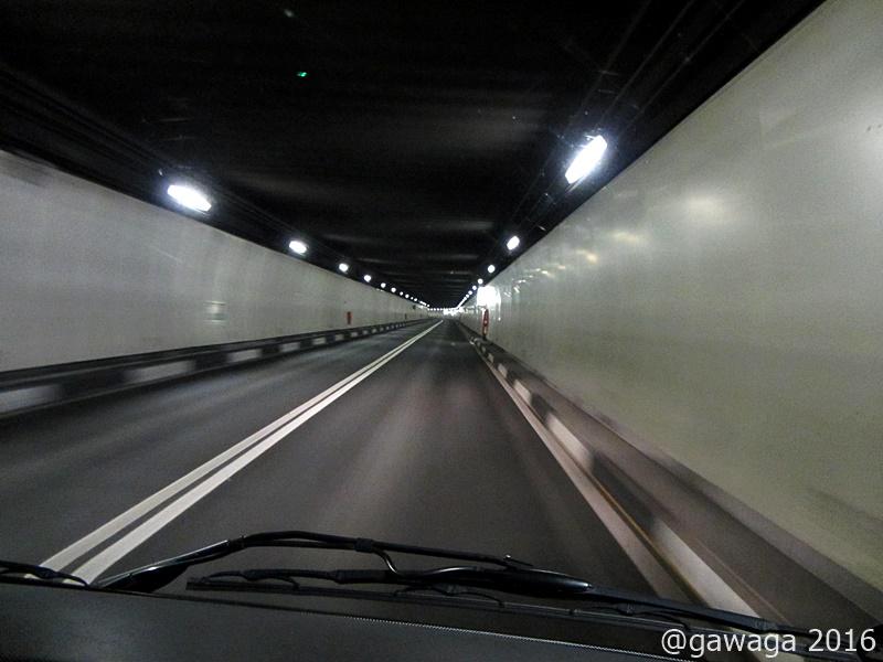 im Tunnel - die Durchfahrt für mich sehr stressig.......