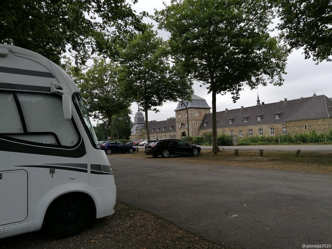 Parkplatz mit Schlossblick