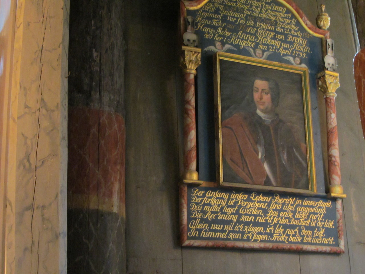 Innenansichten der Stabkirche Ringebu