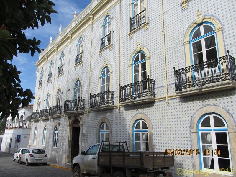 Fassade eines Hotels in Moura