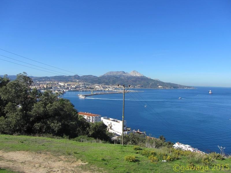 Blick vom Monte Hacho in Richtung Festland
