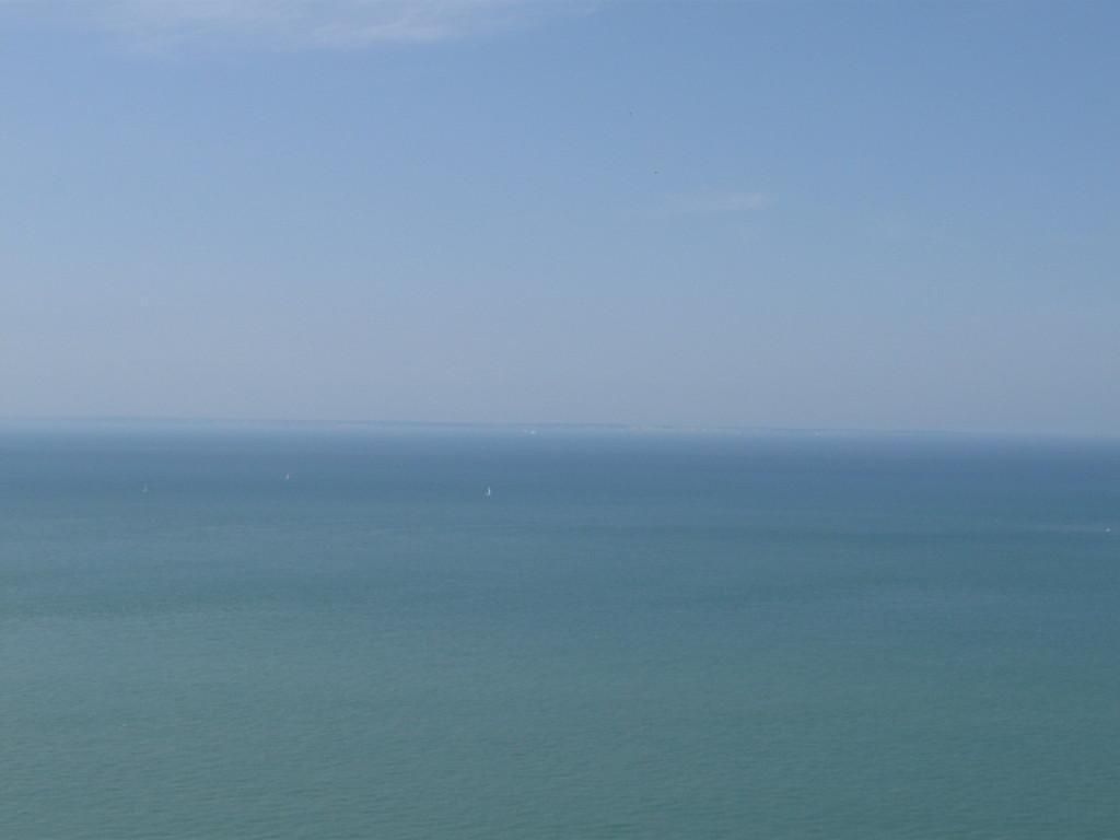 man kann schon die Kreidfelsen von Dover sehen