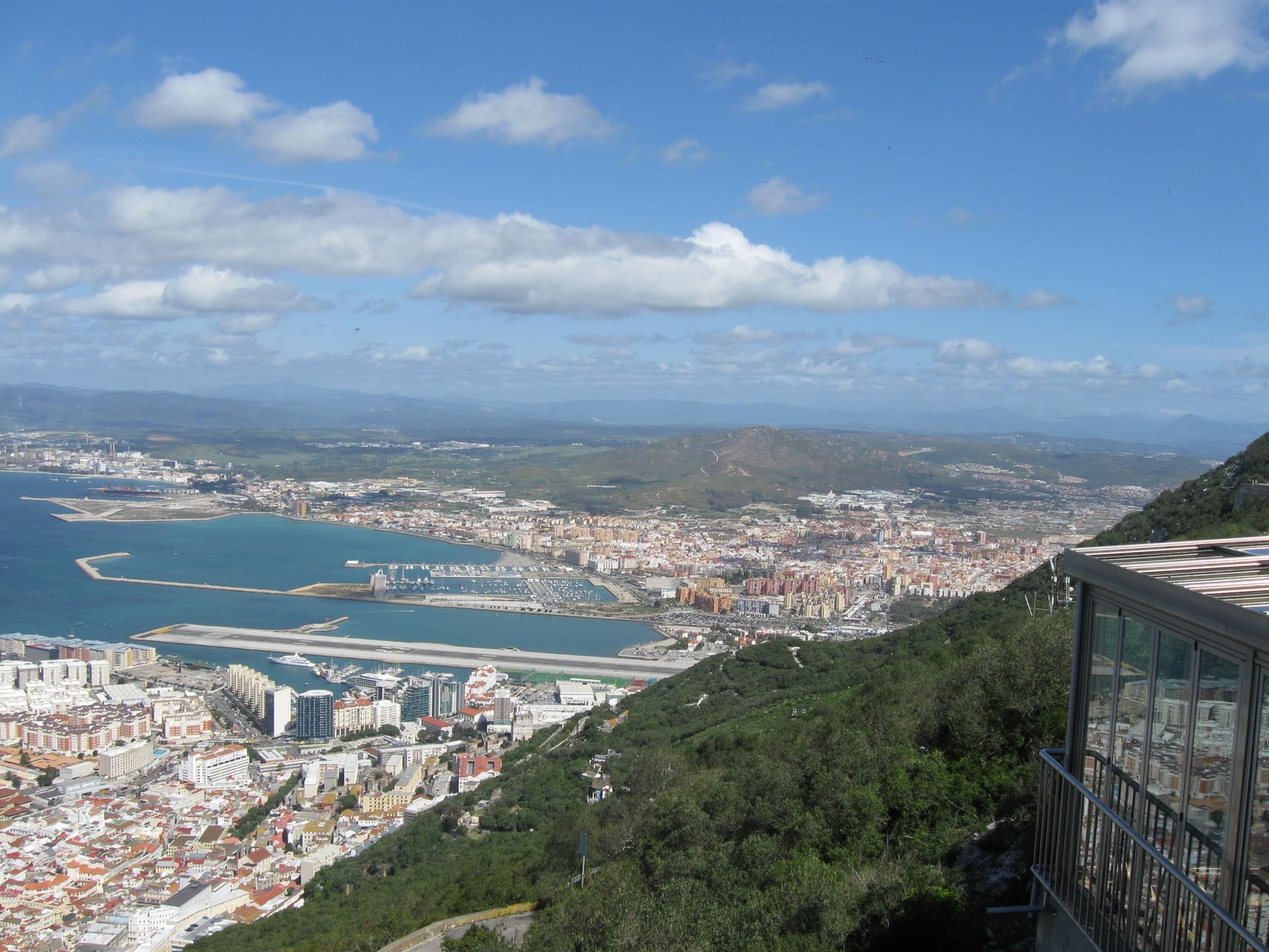 Blickrichtung La Línea Sporthafen