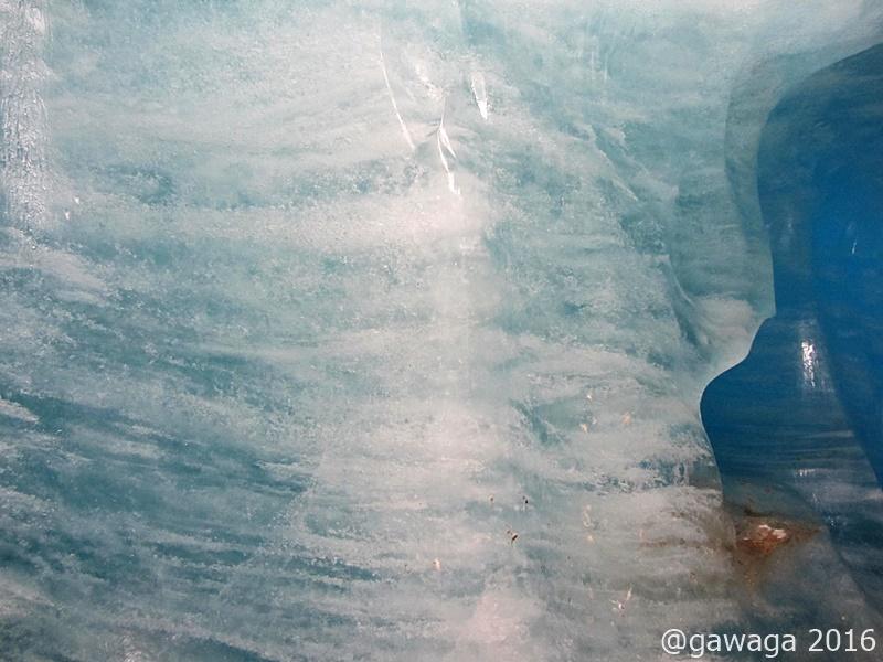 in der blauen Eisgrotte