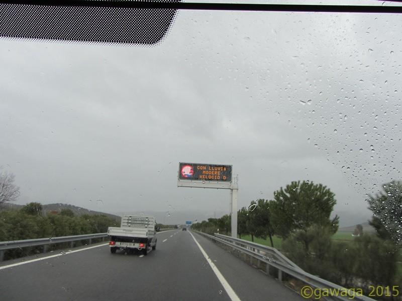 bei Regen die Geschwindigkeit anpassen....