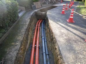 電力、通信ケーブル収容管配管作業