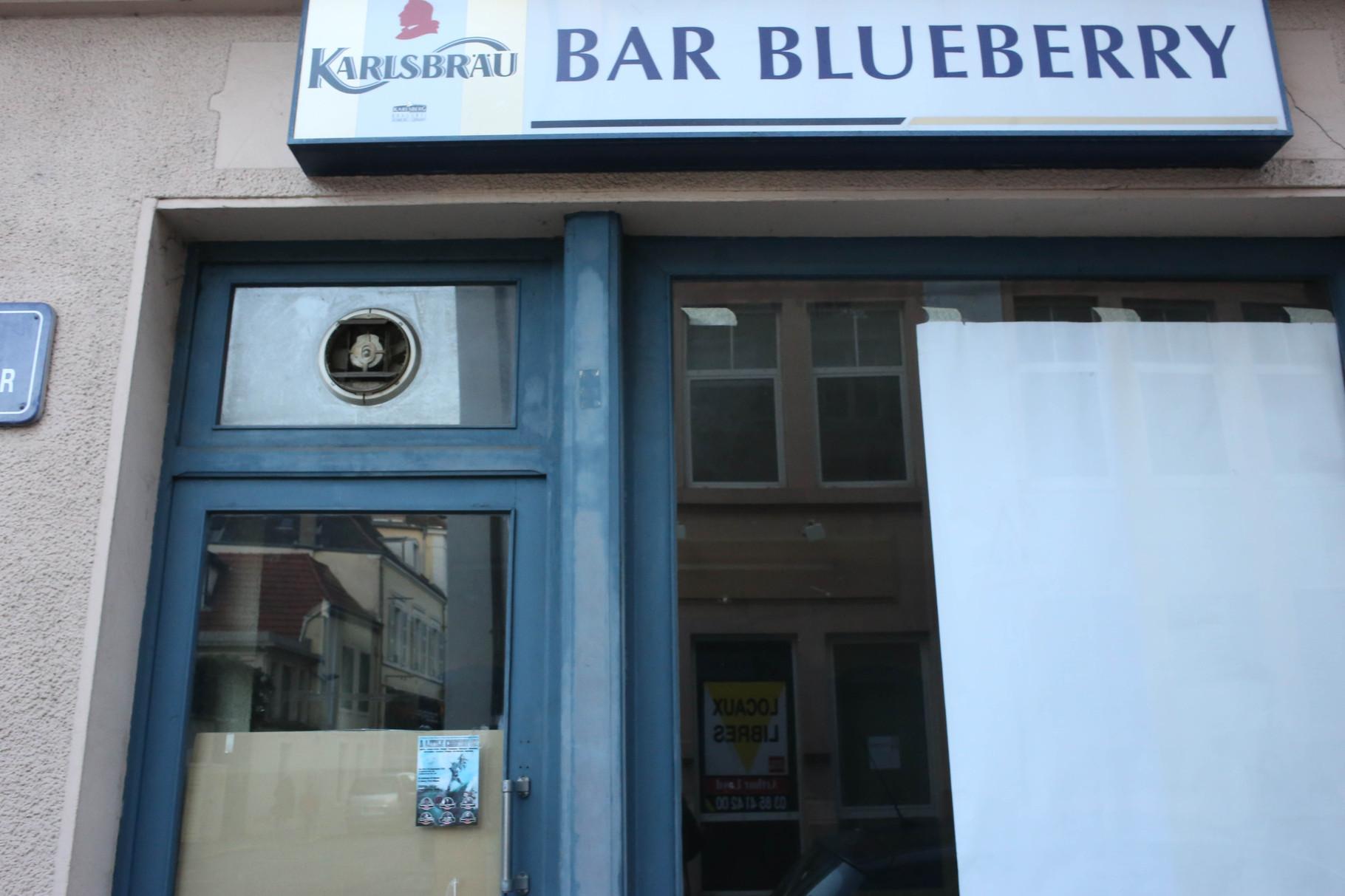 14 rue de Thiard - Bar Blue Berry enregistré au nom de Jean-Luc Desestret, N°Siret : 39956254500034