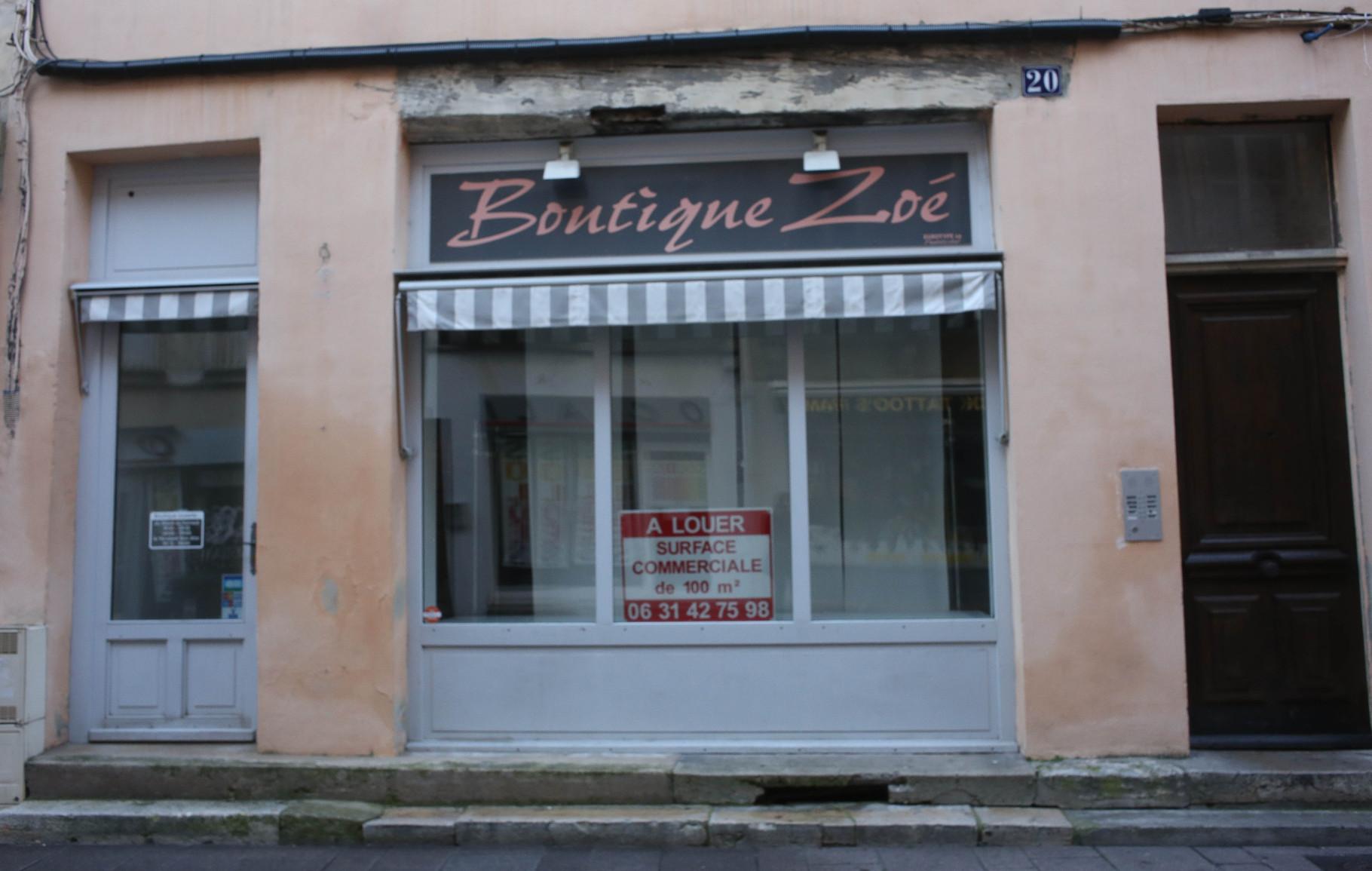 20 rue Aux Fèvres - 06 31 42 75 98 - Ancien numéro : 03 85 43 58 74 - Espace blanc en vitrine