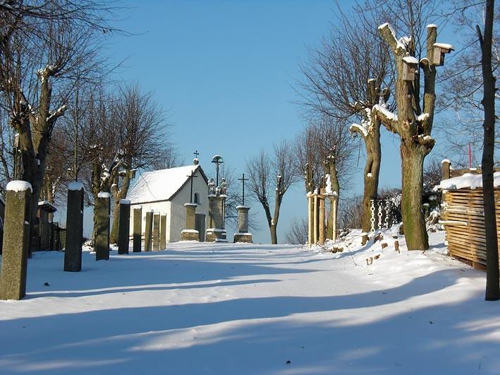 Die Kalvarienbergkapelle mit Kreuzwegstationen in Mähring/Opf.