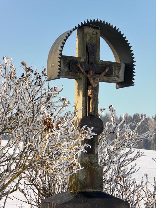Flurkreuz im Winter bei Mähring