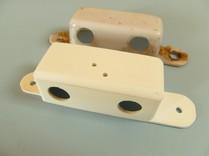 Hinten: Originalgehäuse,   Vorne: Reproduziertes Gehäuse