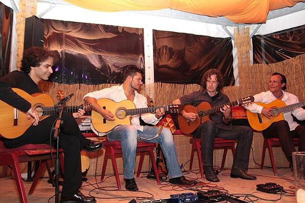 vlnr.: Bino Dola, Vicente Patíz, Gerd Stein, Mike Reinhardt bei der Gitarrennacht in Koblenz im Juni 2009