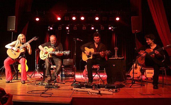 vlnr.: Nadja Kossinskaja, Tilmann Höhn, Vicente Patiz, Bino Dola live in Schneeberg im Juni 2011