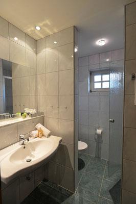 Das Badezimmer, Zimmertyp Widderstein, Naturhotel Lärchenhof