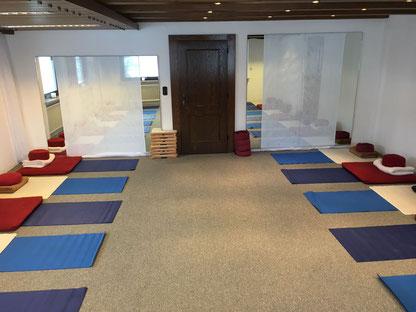 Der Seminarraum im Hotel Sonnenbichl in Langenwang für unsere Achtsamkeitskurse und 8 Wochen MBSR und MSC Seminare wegezumsein.com