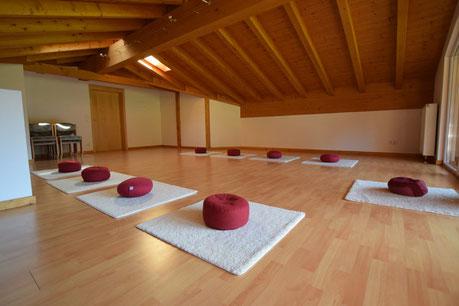 Heller und freundlicher Seminarraum (Beispielseminarraum) für den Lu Jong Kompakt Kurs im Oberallgäu