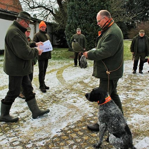 """Bester Hund der BTR Prüfung, war  """"Yago von  Lenzburg""""  mit dem Führer Hartmut Hähnel."""