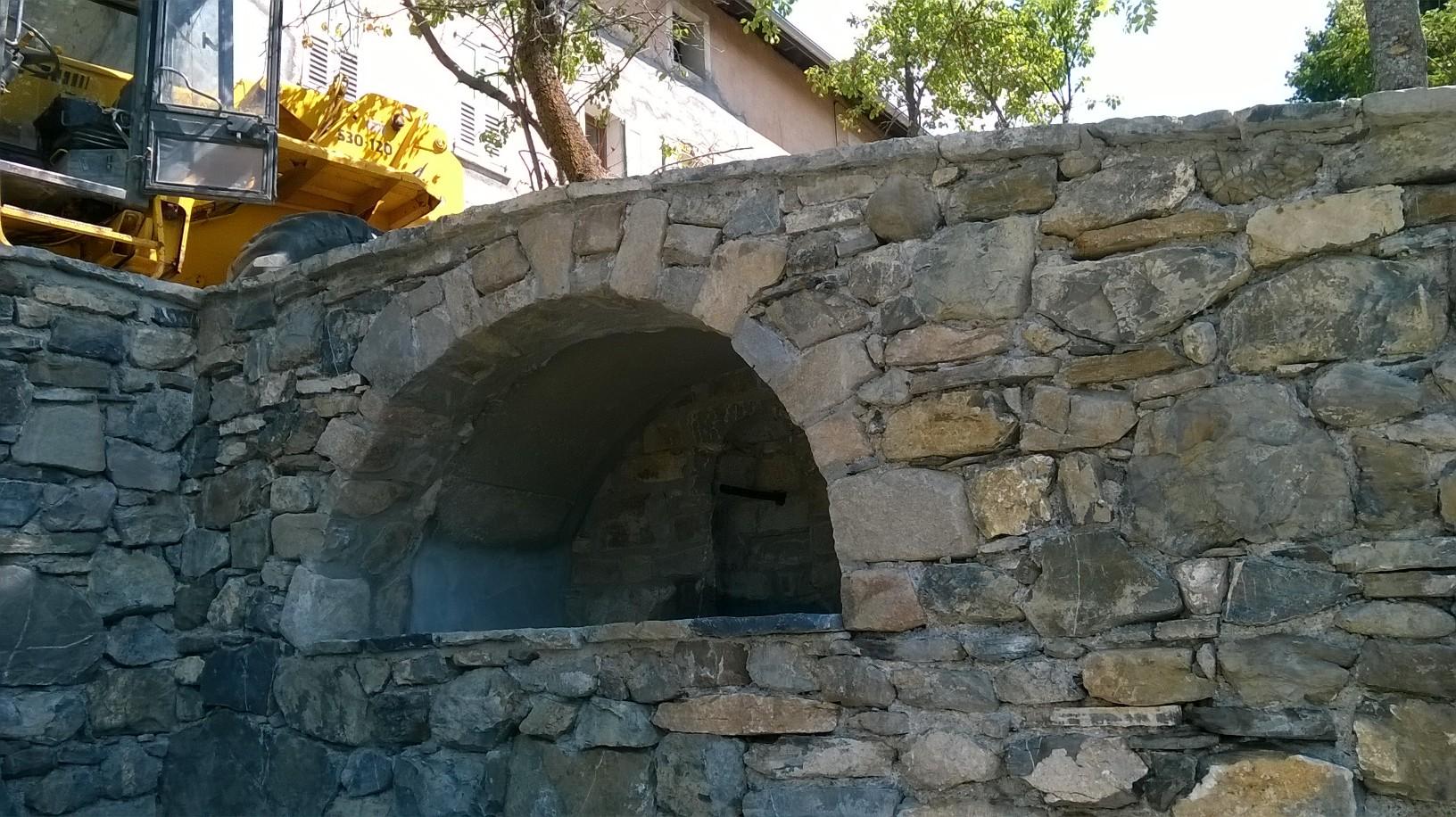 Niche mur en pierres sèches