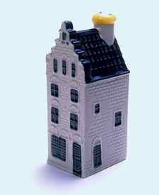 KLM miniatura número 32, Delft, Koornmarkt 81, construida poco después de 1536 y restaurada en 1911.