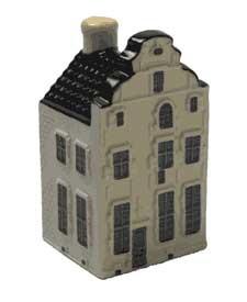 KLM miniatura número 84, Réplica de la histórica Casa de la Moneda Vieja Taberna en Weert. Fue aquí que el conde Van Horne había acuñado monedas durante sus ochenta años de la guerra. El edificio ha sido un café-Restaurante desde 1974.