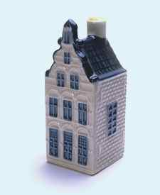 KLM miniatura número 25, Gouda, Spieringstraat 1ra-3o, Construida como un orfanato en 1642 y restaurada en 1973.