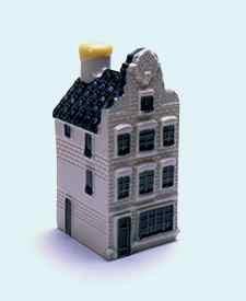 KLM miniatura número 72, Amsterdam, Singel 87. Construida alrededor de 1730, la planta baja posteriormente fue modificada.