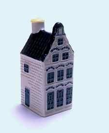 KLM miniatura número 17, Gouda, casa estilo predominante en la ciudad a mediados de siglo 17.