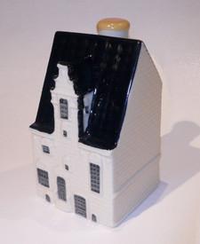 KLM miniatura número 89, Muurhuizen 109 en Amersfoort. Fue construido en la primera mitad del siglo 16 sobre los cimientos de la primera pared. Es una típica casa de la pared y es uno de un anillo medieval de casas en el centro de la ciudad.