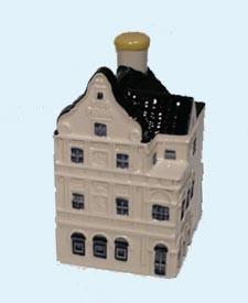 KLM miniatura número 85, El edificio Penha (Heerenstraat 1, Curazao), situado en el corazón del centro histórico de Willemstad, en 1708 se construyó de ladrillos en la región IJssel que se había utilizado como lastre a bordo de los buques de la Compañía.