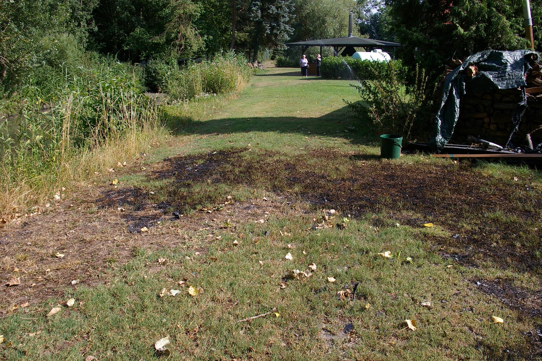 Sogar der Rasen brannte