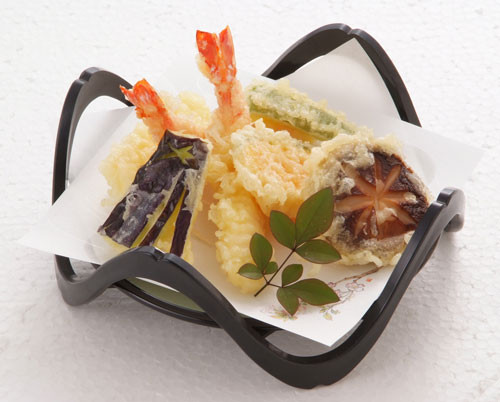 新鮮な材料を薄めの衣で揚げてます。衣が旨いと評判の天ぷら