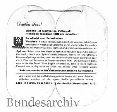 Bemberg Stoff-Anhänger, innen mit Piktogramm, 1939. Bundesarchiv