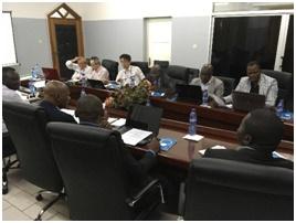アスファルト道路維持管理技術指針作成ワーキンググループの活動。コンゴ民人議論は白熱し、時間はあっという間に過ぎる。