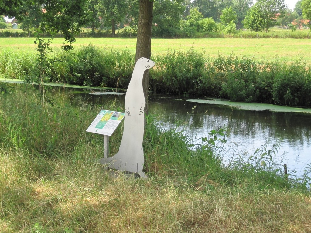 Luhe Kanuanleger am Bahlburger Dörpshus - Hinweistafel Otterschutzgebiet
