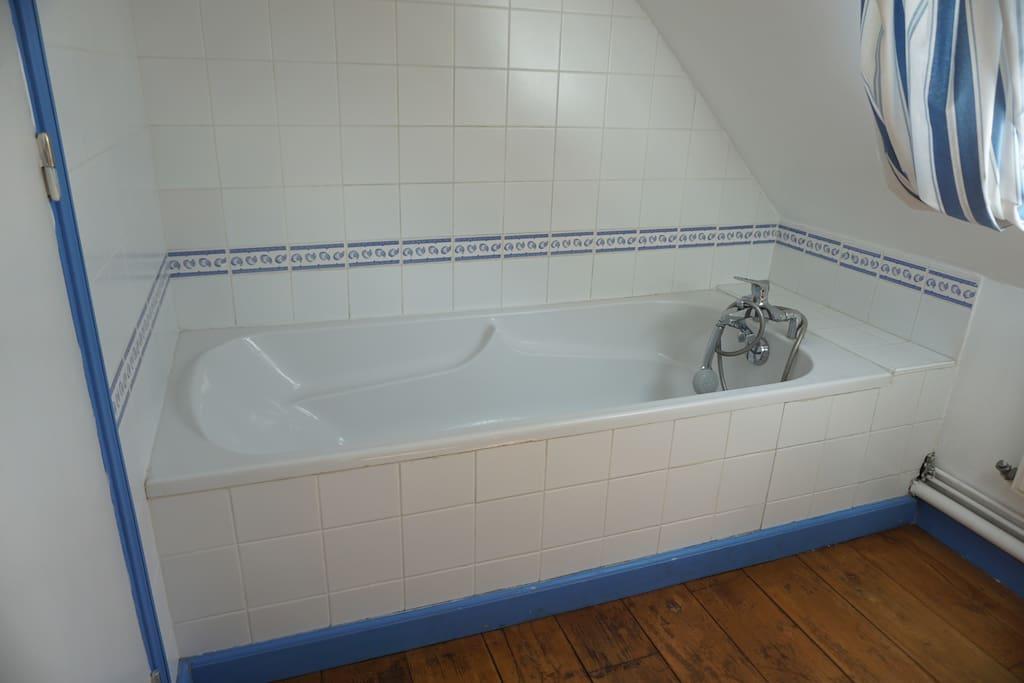 Salle de bains du 1er étage de la Bergerie - Gite Aisne