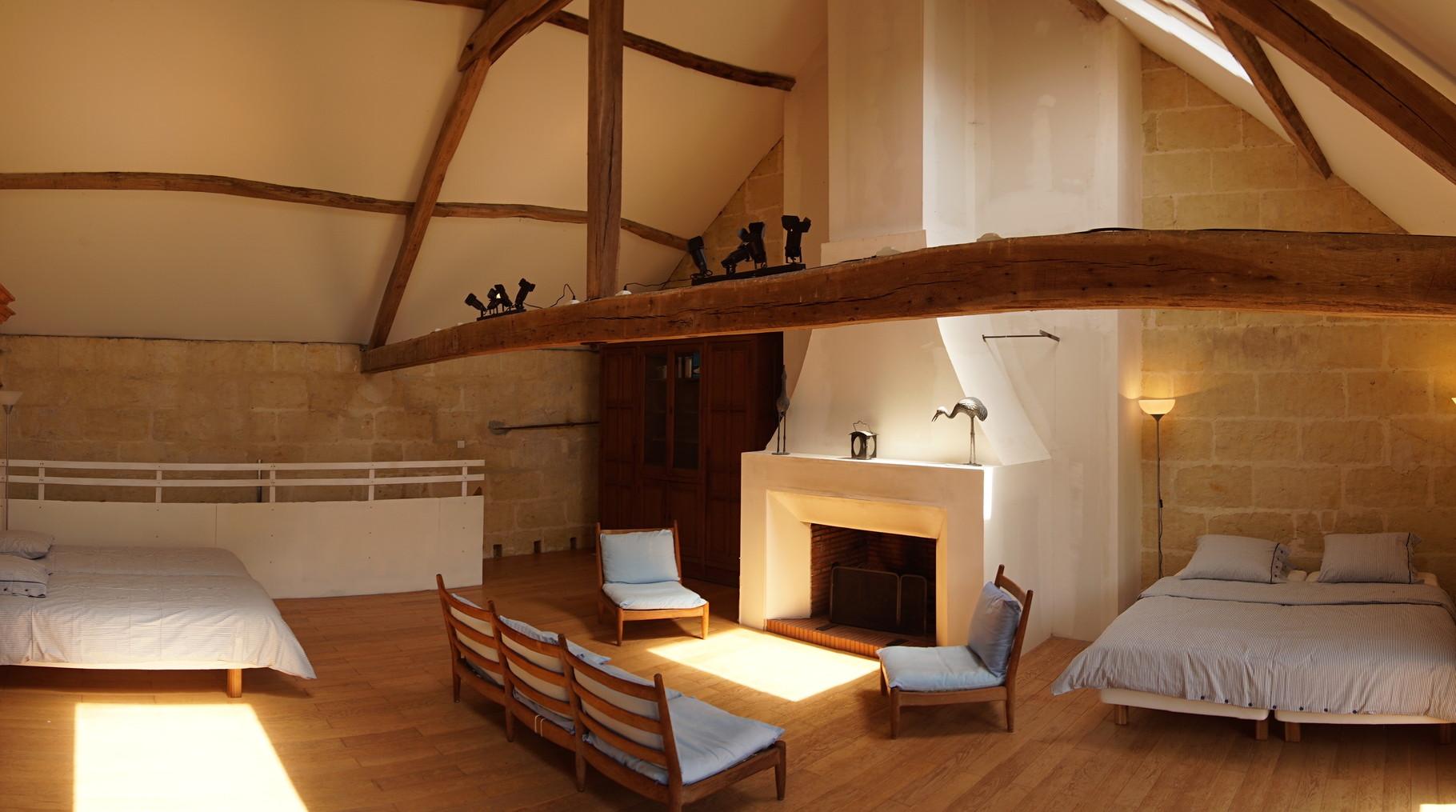 Grande chambre de la grange de la bergerie - Gîte Aisne