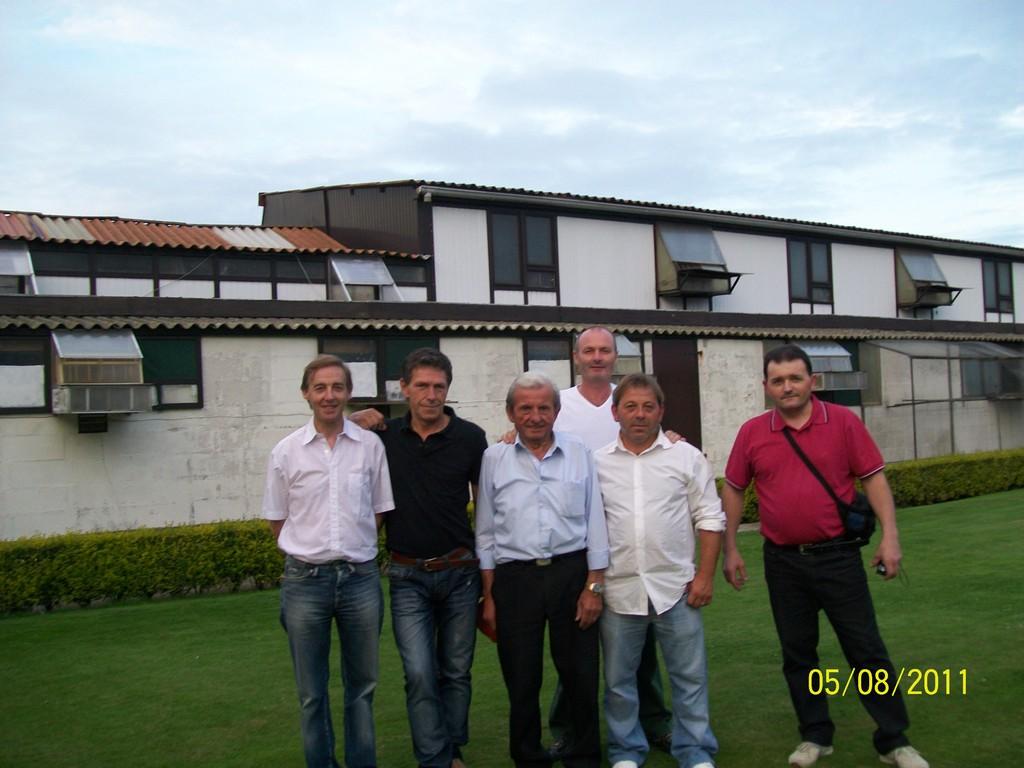 IN BELGIO CASA DEVOS: VERCAMBRE PATRICK, PEYRASSO ELIO, ETIENNE DEVOS, COLOMBO ATHOS, MARTINA SERGIO, GATTO FRANCO