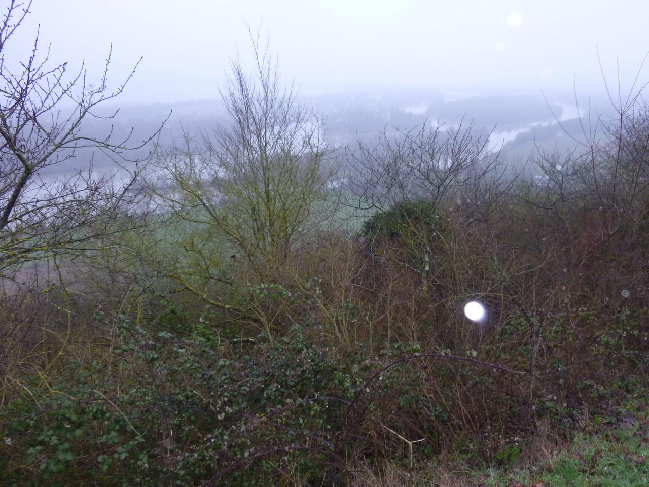 Le panorama de la côte des deux amants, sous la brume, dommage