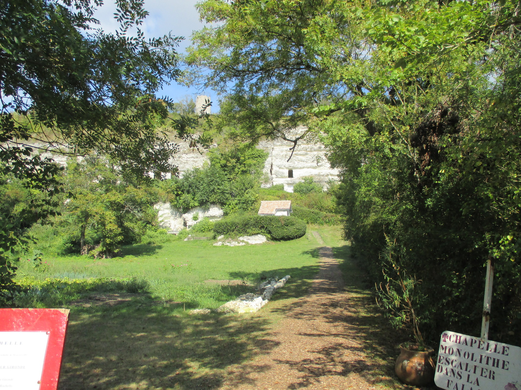 Mortagne sur Gironde, ermitage monolythe
