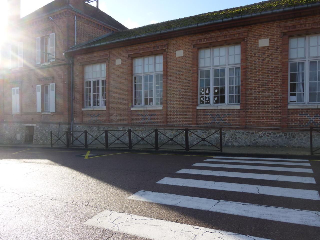 """Une école Solognote, petit clin d'oeil à la """"maitresse d'école"""" de la famille qui y enseigna jusqu'en 1976, Brinon/ Sauldre"""