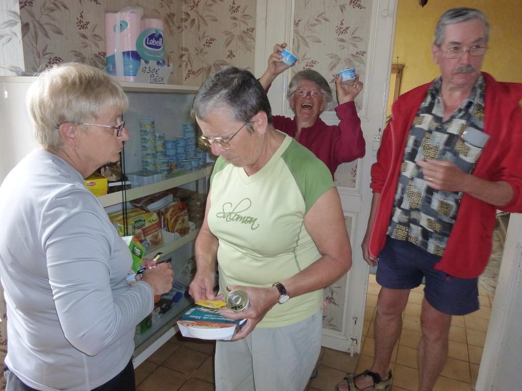 L'épicerie vente par les bénévoles