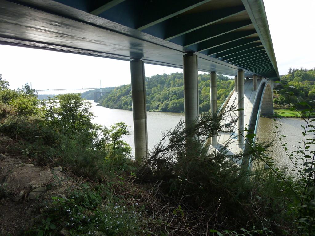 Le pont que les piétons peuvent emprunter
