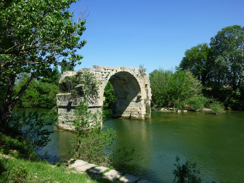 Le pont incomplet qui oblige à faire un beau détour vers Villetelle